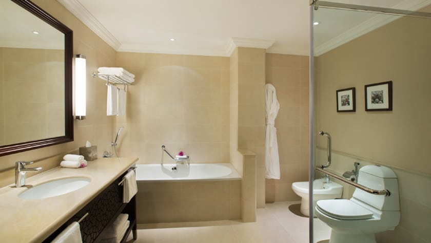 Hilton Al Hamra Beach & Golf Resort, Superior Room Bathroom