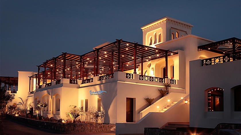 The Cove Rotana Resort, Breeze Bar