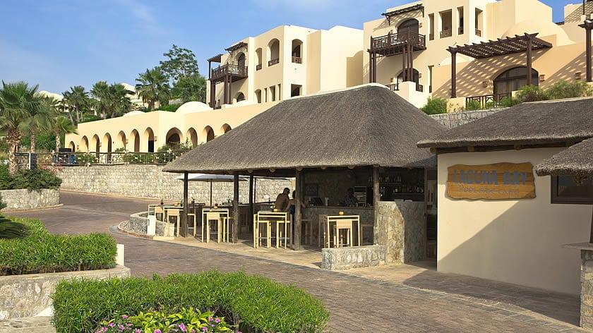 The Cove Rotana Resort, laguna Bay Bar